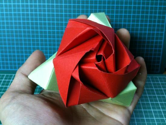 すべての折り紙 バラ作り方 折り紙 : ほうら!薔薇でしょう♪