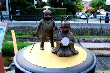 三種の神器 2011.11 三種の神器といえば、「鏡」・「勾玉」・「剣」天皇の即位に際し、鏡と剣